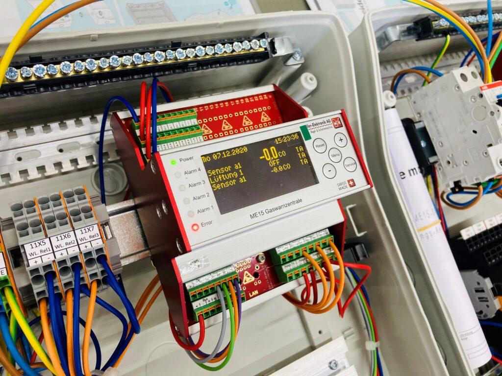 Schaltschrank für Gaswarnzentrale ME 15, gebaut durch Müller-Elektronik AG gemäss Kundenvorgaben.